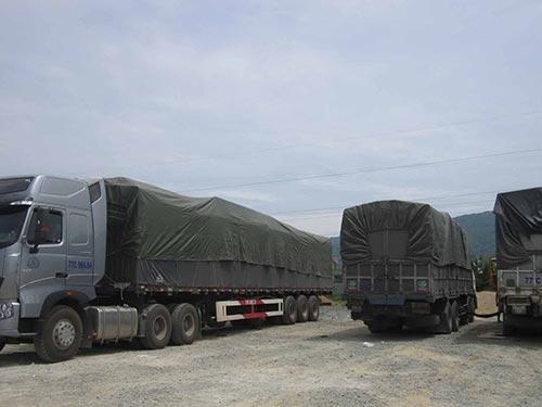 Đoàn xe quá tải vượt qua 6 tỉnh, thành mới bị chặn lại ở Hà Tĩnh  Ảnh: Đức Ngọc