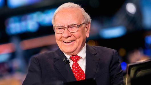Tổng giá trị tài sản của ông Buffett được ước tính hơn 65 tỉ USD. Ảnh: CNBC