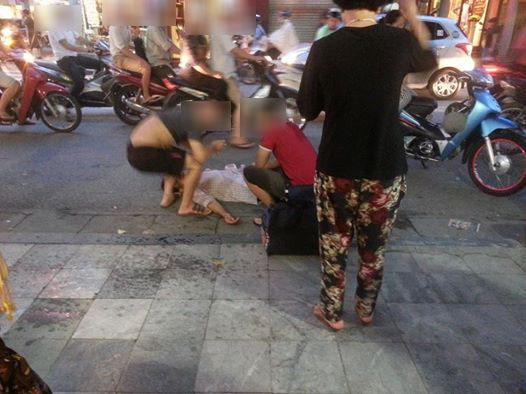 Dàn cảnh ngất xỉu lừa đảo tiền người qua đường