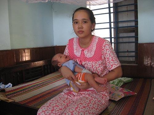 Cháu Nguyễn Đăng Hoàng Duy và mẹ