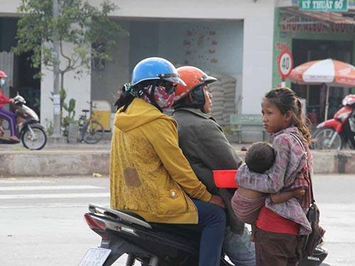 Những đứa trẻ này hằng ngày phải nộp tiền cho kẻ chăn dắt Ảnh: Lê Phong