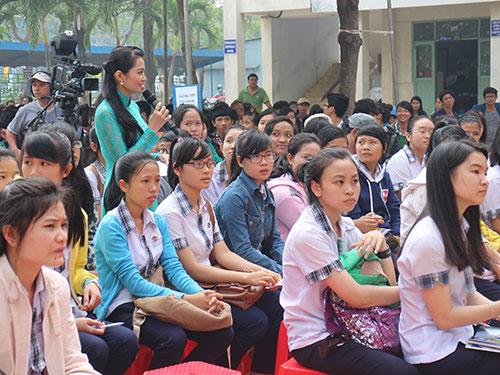 Thí sinh tỉnh Ninh Thuận tham gia chương trình sáng 23-3 Ảnh: GIA THÙY