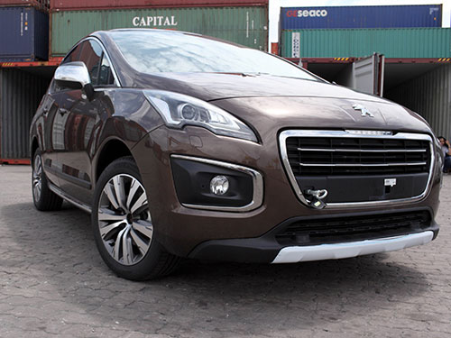 Xe Peugeot 3008 nhập khẩu qua cảng Sài Gòn ngày 28-9. Ảnh: SƠN NHUNG