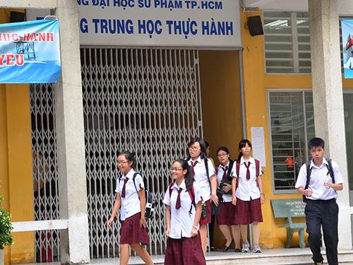 Học sinh Trường Trung học Thực hành thuộc Trường ĐH Sư phạm TP HCM tan trường Ảnh: TẤN THẠNH
