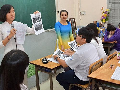 Học sinh Trường THPT Marie Curie (TP HCM) trong giờ học môn sử Ảnh: TẤN THẠNH
