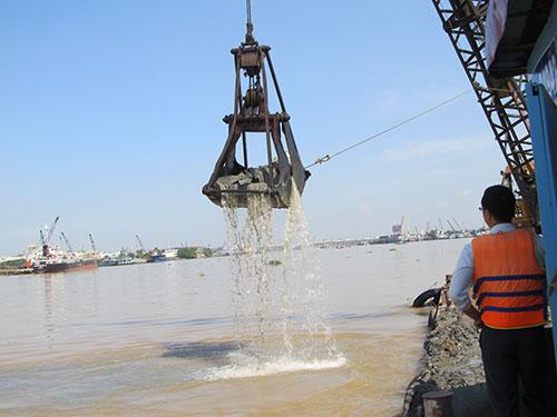 Đoàn kiểm tra liên ngành TP HCM giám sát định kỳ hoạt động nạo vét sông Đồng Nai của Công ty Hiệp Phước