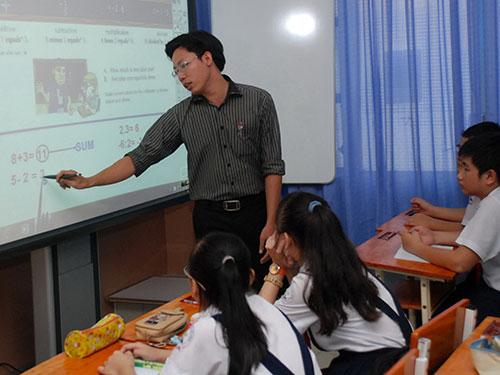 Máy tính bảng được sử dụng trong một giờ học tại Trường THPT Lương Thế Vinh, TP HCM Ảnh: TẤN THẠNH