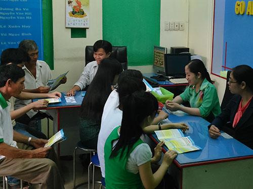 Thí sinh đăng ký luyện thi cấp tốc tại Trung tâm Luyện thi ĐH 60 An Sương trong ngày 8-6