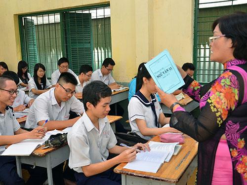 Học sinh Trường THPT Hùng Vương TP HCM trong giờ ôn tập môn ngữ văn Ảnh: TẤN THẠNH