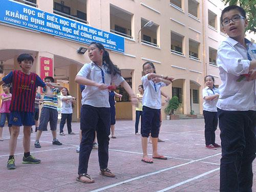 Học sinh Trường THCS Tô Hoàng trong giờ ngoại khóa