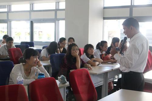 Sinh viên Trường ĐH Hoa Sen trong giờ học Ảnh: GIA THÙY