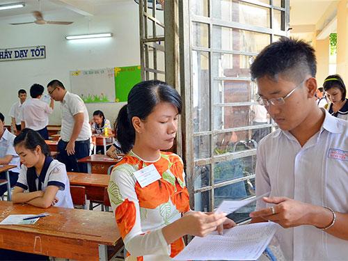 Học sinh thi tốt nghiệp THPT năm 2013 tại hội đồng Trường THCS Lý Phong, quận 5, TP HCM Ảnh: Tấn Thạnh
