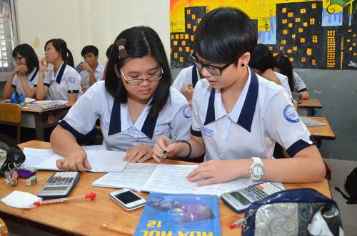 Học sinh lớp 12 Trường THPT Marie Curie (TP HCM) ôn luyện chuẩn bị cho kỳ thi tốt nghiệp THPT quốc gia. Ảnh: TẤN THẠNH