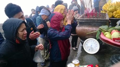 Đỉnh non thiêng xuất hiện băng tuyết càng làm cho du khách thêm hứng thú khi hành hương lên chùa Đồng.