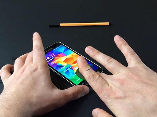 Cảm biến dấu vân tay của Samsung Galaxy S5 bị đánh lừa bằng bản sao Nguồn: NHÓM NGHIÊN CỨU AN NINH HEISE ONLINE - ĐỨC