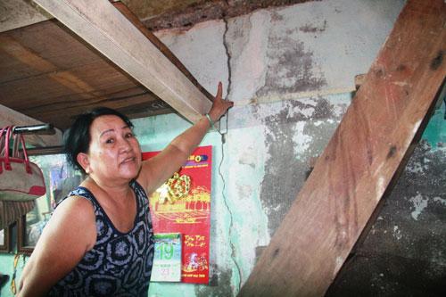 Một nhà dân ở ven bờ sông Hoài bị hư hỏng