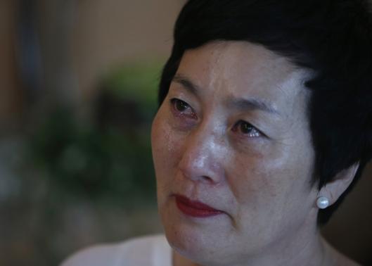 Bà Kim Young-ja kể trong nước mắt. Ảnh: Reuters
