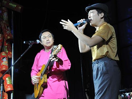 Nghệ sĩ Chí Tài và Trường Giang biểu diễn tiểu phẩm: Ông Tào gặp ông Lao