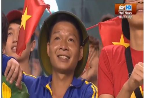 Số ít khán giả có mặt trên sân cổ vũ U23 Việt Nam