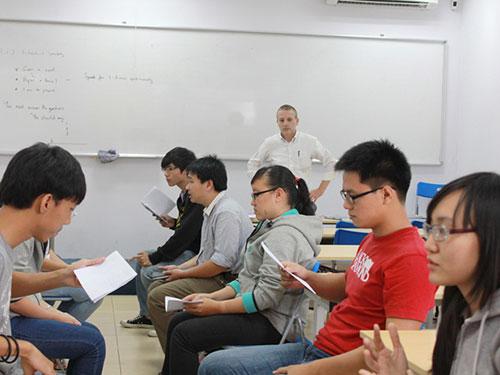 Lớp học tiếng Anh với giáo viên nước ngoài tại ITEC.