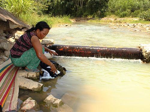 Người dân khổ sở khi sử dụng nước sông, suối đục ngầu