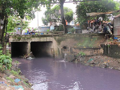 Kênh Hy Vọng (đi qua đường Phạm Văn Bạch) bị ô nhiễm nặng
