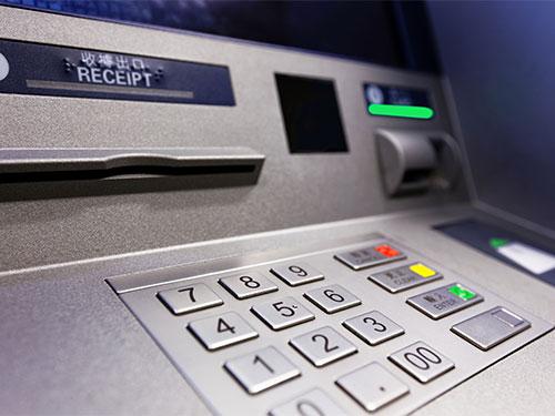 Ngân hàng thương mại phải giám sát chặt chẽ máy ATM để tránh tình trạng quá tải. Ảnh tư liệu