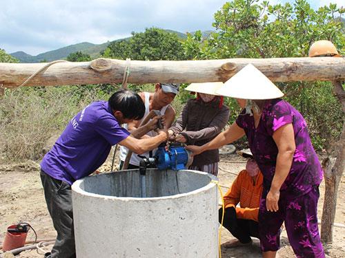 Người dân thôn Phước Thượng tự bỏ tiền đào giếng nhưng nước rất ít, không đủ sử dụng