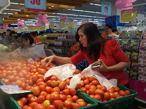 Cà chua Đà Lạt được Saigon Co.op chuyển ra tiêu thụ tại Co.opmart Hạ Long