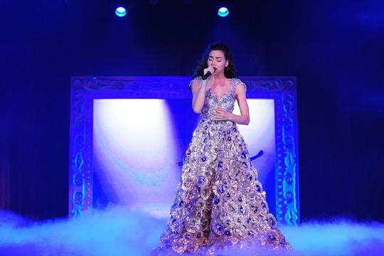 Hồ Ngọc Hà trong đêm diễn kỷ niệm 10 năm ca hát