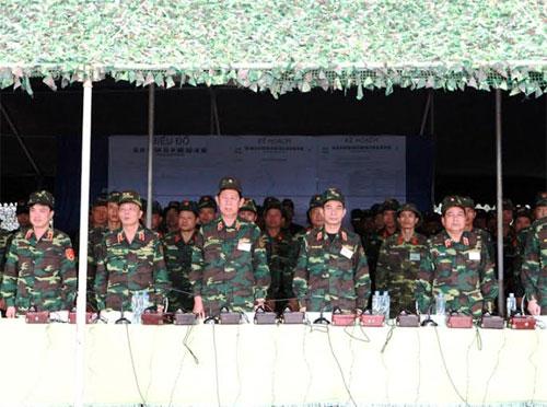 Các đại biểu tham quan cuộc diễn tập.