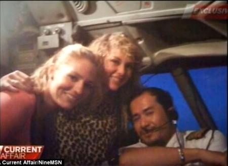 2 người phụ nữ ở trong buồng lái hơn 1 giờ