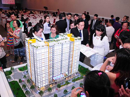 Khách hàng tham quan, mua căn hộ tại một dự án của Tập đoàn Novaland