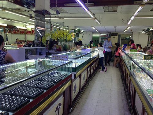 Một trung tâm kinh doanh vàng trên đường Lê Thánh Tôn (quận 1, TP HCM) vắng khách