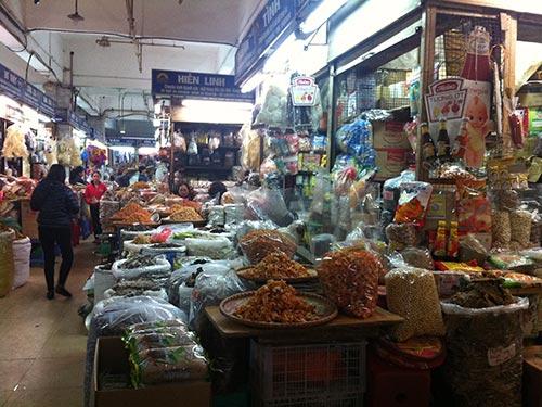 Lượng hàng phục vụ Tết đổ về các chợ trên địa bàn TP Hà Nội tăng từ 20%-30% so với ngày thường
