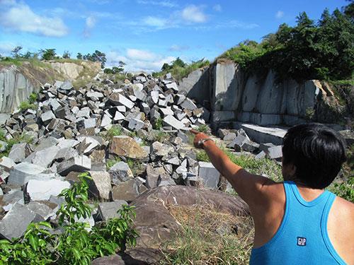 Mỏ đá bị Công ty TNHH Sản xuất đá granite Phú Yên khai thác trái phép cạnh khu dân cư