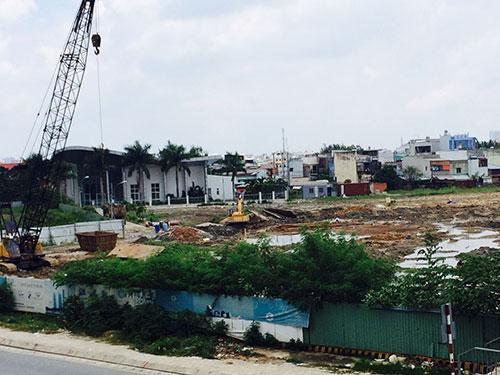 Dự án City Gate (quận 8, TP HCM) sau nhiều năm khởi công đến nay vẫn chỉ là bãi đất trống Ảnh: SƠN NHUNG