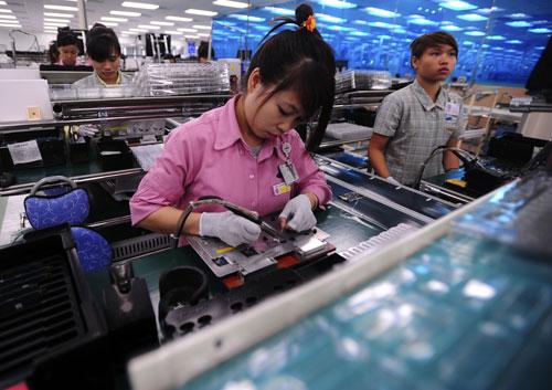 Việc Samsung vào Việt Nam đã giúp Hàn Quốc trở thành quốc gia dẫn đầu trong số 60 quốc gia  và vùng lãnh thổ có dự án đầu tư tại Việt Nam. Trong ảnh: Nhà máy sản xuất điện thoại của Samsung ở Bắc Ninh Ảnh: LINH ANH
