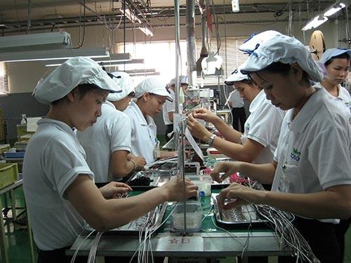 Hiện có 600 doanh nghiệp Nhật Bản đang hoạt động tại TP HCM. Trong ảnh: Sản xuất tại Công ty Nidec Tosok trong Khu Công nghiệp Tân Thuận, quận 7 Ảnh: Hồng Đào