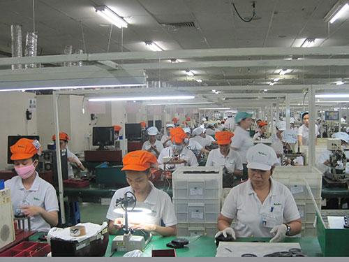 Công ty Nidec Việt Nam (100% vốn Nhật Bản) chuyên sản xuất linh kiện điện tử trong Khu Công nghệ cao TP HCM Ảnh: Hồng Đào