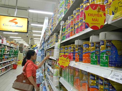 Chậm nhất đến ngày 21-6, người tiêu dùng sẽ được mua sữa theo đúng giá Bộ Tài chính quy định Ảnh: NGỌC ÁNH