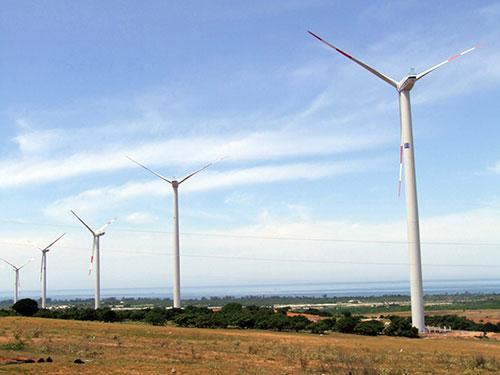 Tua-bin gió của Nhà máy Điện gió Tuy Phong - Bình Thuận Ảnh: LÊ TRƯỜNG