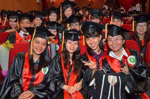 Sinh viên Trường ĐH Hùng Vương (TP HCM) tại lễ tốt nghiệp năm 2014 Ảnh: TẤN THẠNH