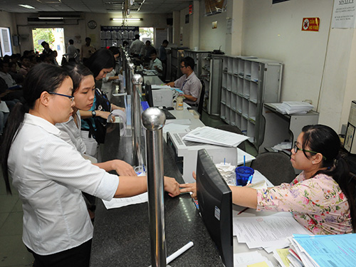 Người dân, doanh nghiệp đến làm thủ tục tại Sở Kế hoạch và Đầu tư TP HCM Ảnh: HỒNG THÚY