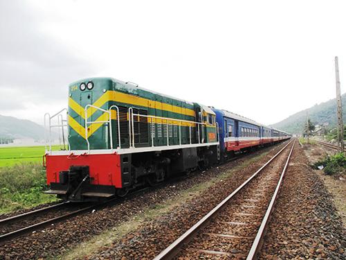 Cước vận chuyển hàng hóa bằng đường sắt chỉ bằng 50%-60% đường bộ nhưng vẫn không thu hút được doanh nghiệp Ảnh: HỒNG ÁNH