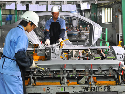 Ngành công nghiệp ô tô của Việt Nam hiện vẫn dừng lại ở khâu lắp ráp Ảnh: TẤN THẠNH