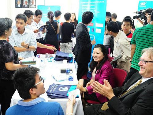 Triển lãm các chương trình liên kết đào tạo Việt - Mỹ tổ chức vào tháng 5-2014 Ảnh: ĐẶNG TRINH
