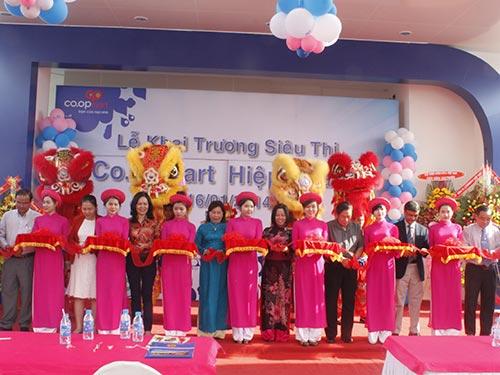 Liên hiệp HTX Thương mại TP HCM khai trương siêu thị Co.opmart Hiệp Thành ngày 16-1
