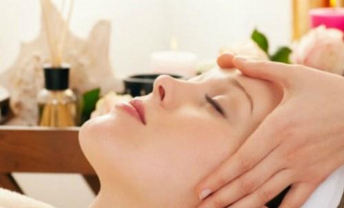 Thả lỏng và massage cơ thể mỗi khi đau đầu