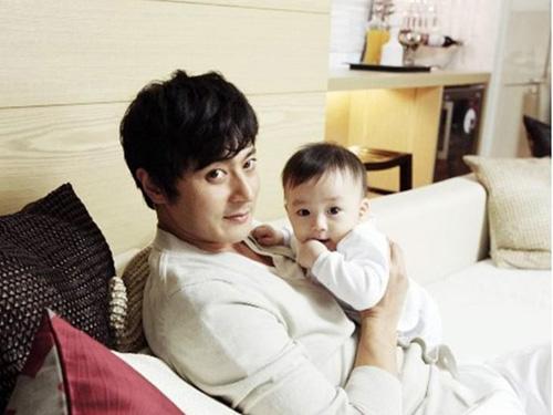 Ảnh hiếm hoi của Jang Don Gun và con trai